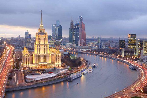 Tour Mosca, il fiume Moscova la sera