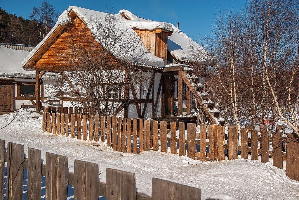 Una delle caratteristiche case di legno Irkutsk