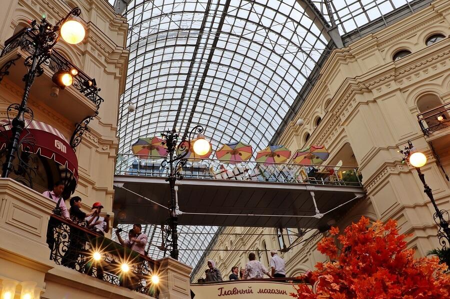 La copertura in vetro e ferro dei magazzini Gum di Mosca